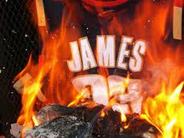 詹姆斯骑士队球衣被烧